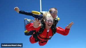 262762-woman-skydiving