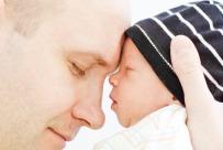 Dad-holding-newborn-son-1050x700