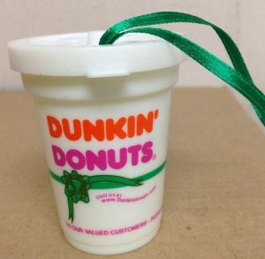 2001-dd-holiday-to-go-cup-dk-gn-ribbon