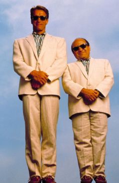 danny-devito-und-arnold-schwarzenegger-in-twins